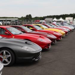 Um mar de Ferrari